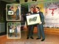paco-sanz-entrega-una-de-sus-obras-a-curro-molina-como-premio-al-mejor-banderillero